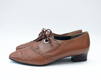 Vintage brown leather women heeled lace up pointy shoes