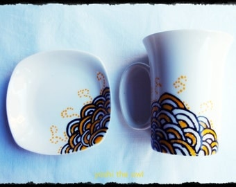 Hand-painted porcelain mug & small plate - Yellow waves
