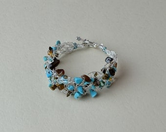 Wire crochet bracelet with turquoise and tiger eye gem stone chips. (B10013)