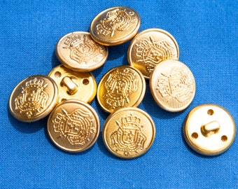 """16 Vintage 11/16"""" Metal Shank Buttons. Gold Tone. Coat of Arms Design. Matte Finish. Sewing Buttons, Applique. Well Made. Item 1373M"""