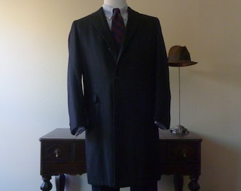 BEAUTIFUL Vintage 1950s / 1960s Charcoal Gray Herringbone Overcoat Coat 44 or 46 R.  Made in USA.