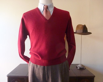 """CLASSIC Vintage NEIMAN MARCUS 100% Cashmere Solid Red V-Neck Trad / Ivy League Sweater 42"""" 107 cm. Made in Scotland."""