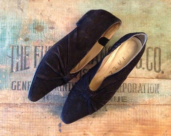 Vintage Suede Shoes / 7 Women's / Gathered in Bows