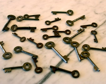 20 Vintage Skeleton Keys