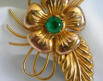 Emerald Green Glass and Gold Tone Flower and Leaf Motif Brooch Pin - Unsigned - Vintage