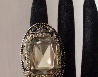 PrimiTive Folkart Oval Antique Look Chunky Champagne Ring  Beaconhillcollect Jewelry  We Ship Internationally