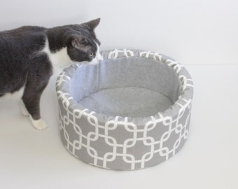 "14"" Self Warming Cat Bed in Grey and White Print"