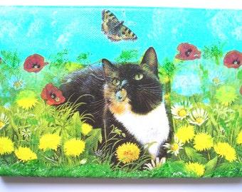 Le Chat et le Papillon tableau collage et acrylique sur toile enduite 22 x 14 cm.