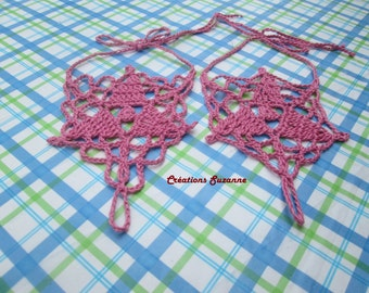 Sets of Feet and / or Hands Round pink triangles.