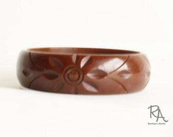 1940s Bakelite Bracelet | 40s Chocolate Brown Floral Carved Bakelite Bangle