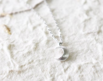Tiny new Moon necklace - Silver - minimal