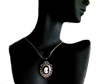 Exquisite Vintage Style Cameo Necklace