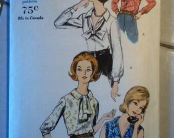 "Vogue Vintage Blouse Pattern 5683 Size: 12, Bust 32"", Hip 34"""
