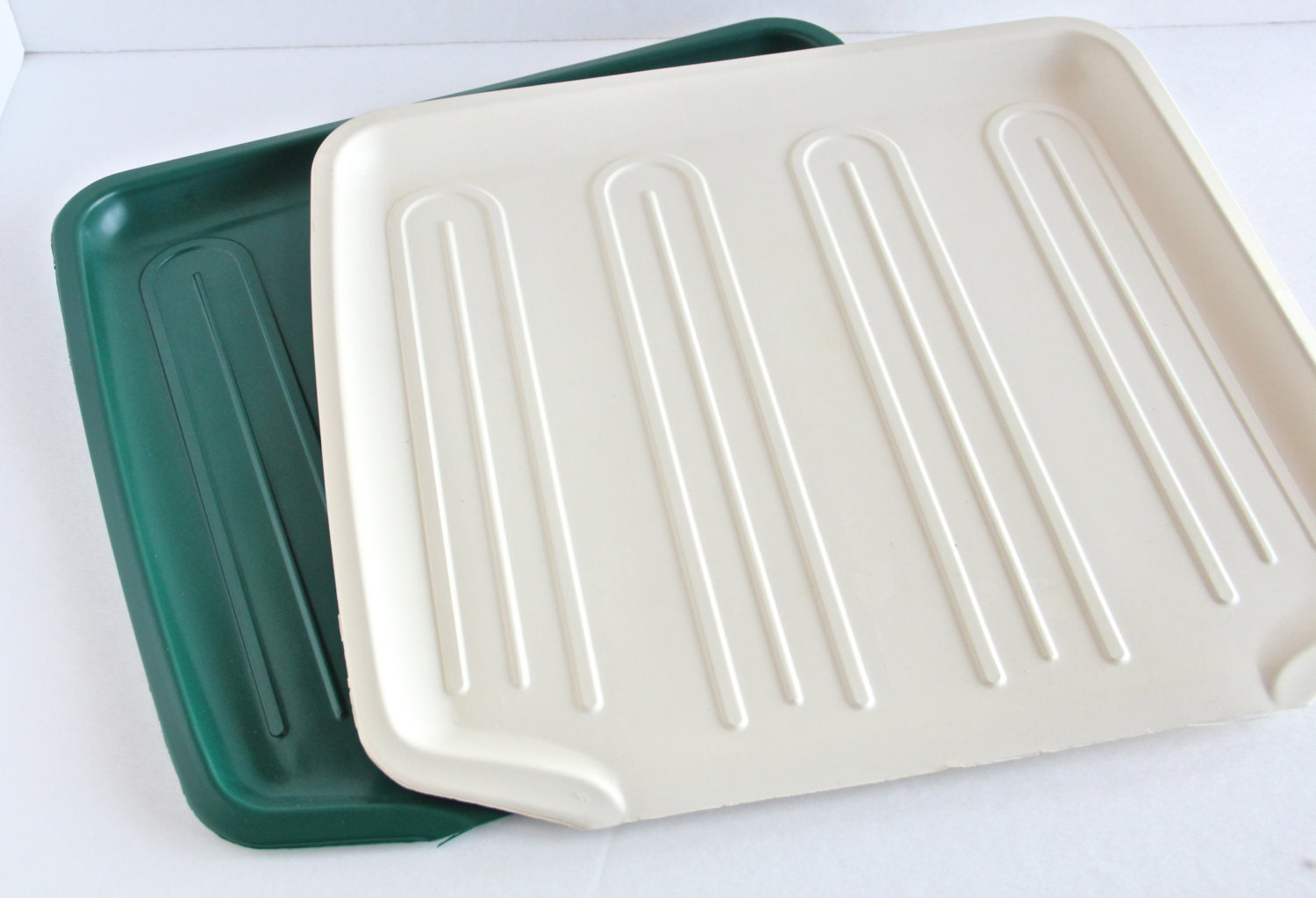 Rubbermaid Drainboard Mat Dish Drainer / by TheWrinklyElephant