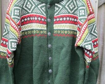 Handgebreid vest, noorse motieven.
