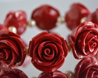 Romantic Stretch Bracelet With Rose Beads In Red Or Pink