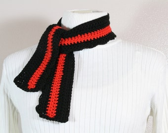 Small Crochet Scarf in Black and Red