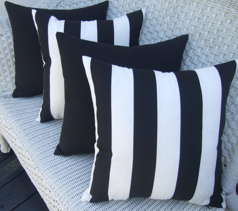 Black And White Throw Pillow Set : SET OF 4 Indoor / Outdoor Decorative Throw Pillows 2 Black