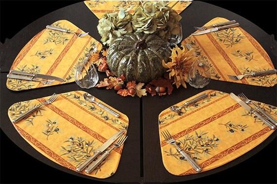 2 sets de table pour les olives de tables rondes en or - Set de table pour table ronde ...