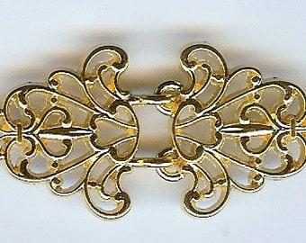 BC142 - Gold Filigree Trivet Cloak, Cape or Sweater Clasp