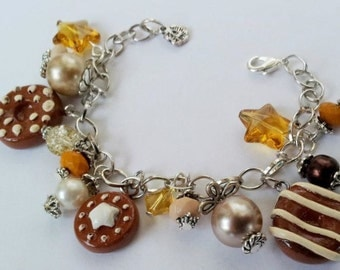 Pearl bracelet with resin and cookies