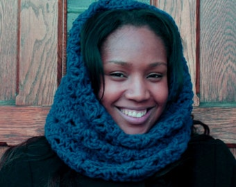 Mirror Lace Chunky Bulky Crochet Cowl / Scarf in Teal