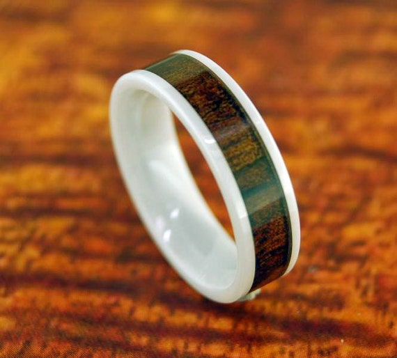 white ceramic ring with koa wood inlay 6mm by silvershowroom