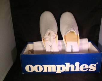 Vintage OOmphies Granada Classic Snow White Leather Slippers/ Shoes (1980s) Size 7 (New Old Stock)