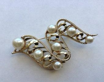 Vintage BSK Faux Pearl Brooch in Gold Tone Swirl Setting