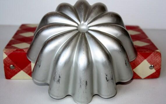 Vintage Mirro Metal Cake Pan Jello Mold Housewares Cake