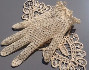 Beige fishnet gloves, bridal gloves, crocheted wrist lenght gloves, French style gloves, Romantic party gloves, Evening gant FREE SHIPPING