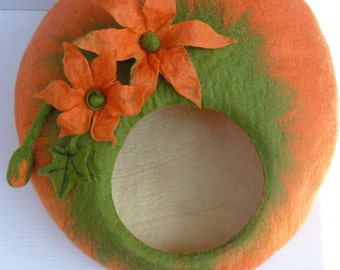 Handmade  felt Cat Bed / Cat Cave / Cat Den / Cat House / Cocoon / Pumpkin  and GIFT