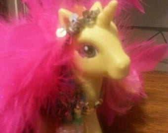 Feathers the show girl my little pony