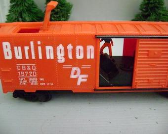 HO BURLINGTON Loading Box Car
