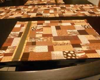Set of table runner and place mats.