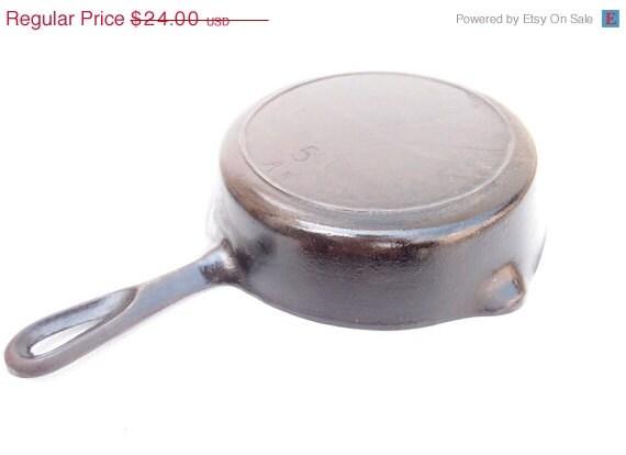 antique cast iron skillet vintage cast iron by artvintageplus. Black Bedroom Furniture Sets. Home Design Ideas