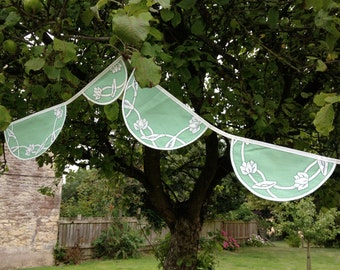 3.3m (10ft) - Appliqued Green and White Flower Table Linen Bunting