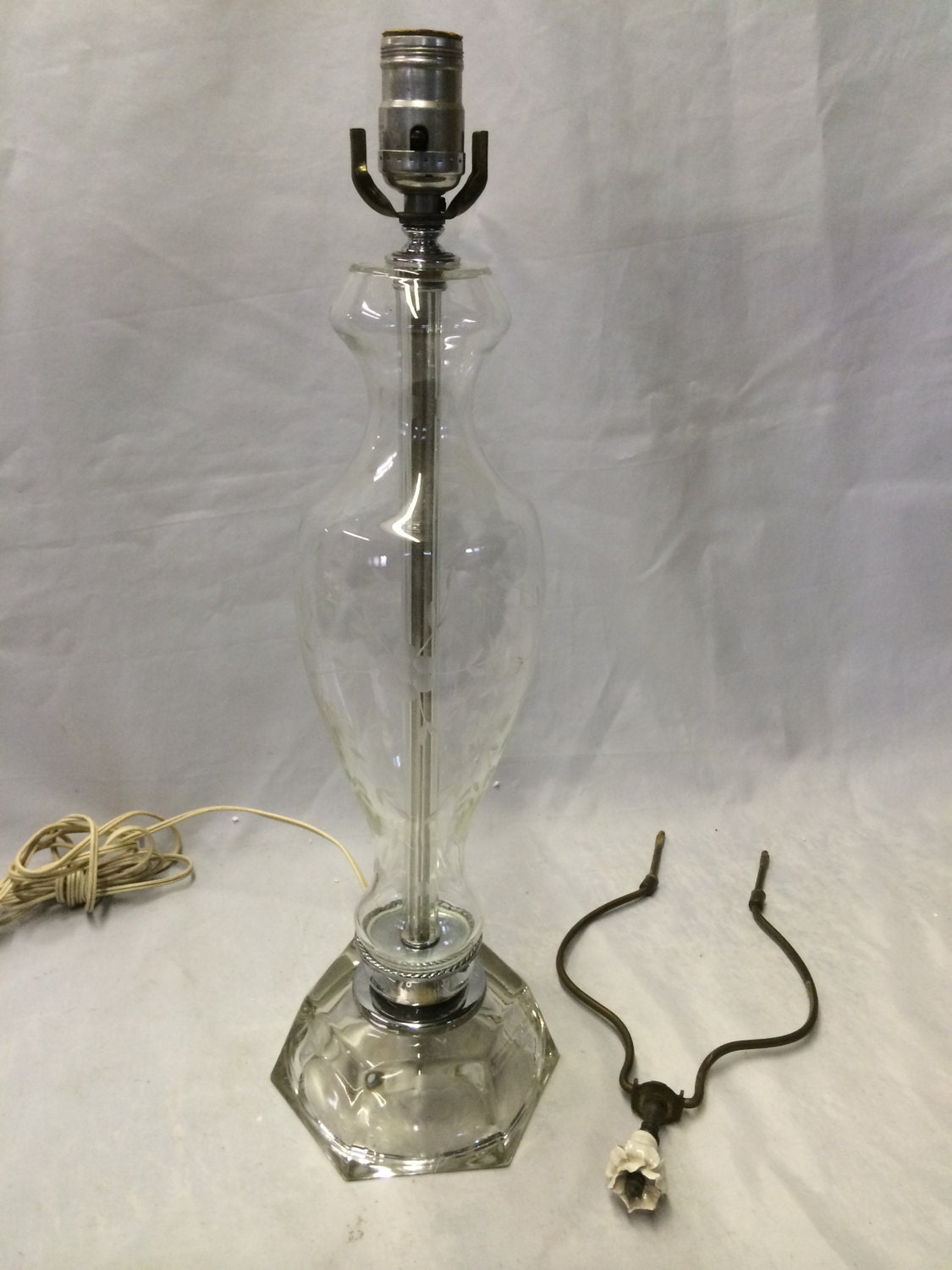 vintage etched crystal glass table lamp 33 tall by cosaslighting. Black Bedroom Furniture Sets. Home Design Ideas