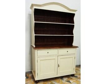 Cupboard lacquered in cream color