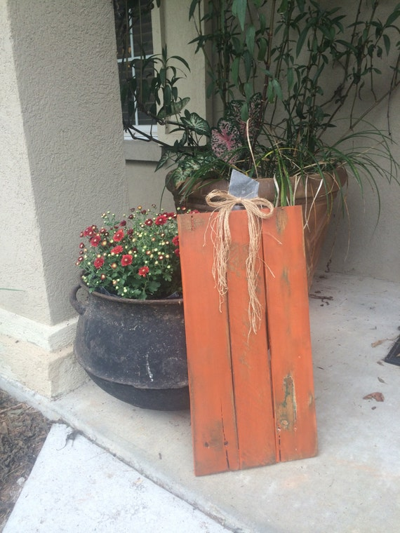 Items similar to reclaimed pallet wooden pumpkin wall for Deco exterieur halloween