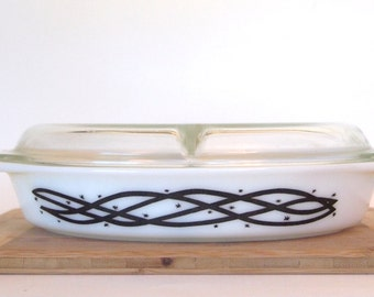 Vintage Pyrex Casserole Dish Divided Promotional  Black Design Barbed Wire 1 1/2 Quart Size with Lid Mid Century Kitchen Kitchenalia