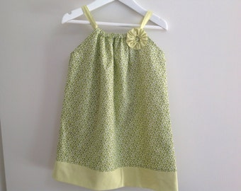 Just wing it by momo green butterfly print pillowcase style dress size 2-4years