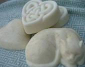 Vanilla hearts & sleeping cat soaps - handmade goatsmilk glycerin soap - with organic oatmeal and honey - skin loving