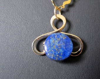 This hammered  pendant with a Lapis Lazuli coin of 12mm.