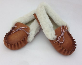 Camel - White genuine shearling slippers for women.Leather slippers, fur slippers, shearling fur shoes. Real fur slippers, genuine fur shoes