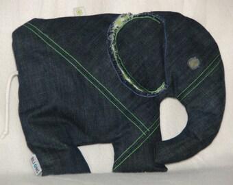 Knuffelolifant van stoere jeans met kindvriendelijke vulling.