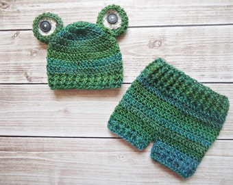 FREE SHIPPING Litttle frog newborn/ baby diaper cover and hat set. Perfect baby shower gift or photography prop, Photo Prop Set Costume