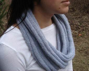 Lightweight Ribbed Cowl in Gray