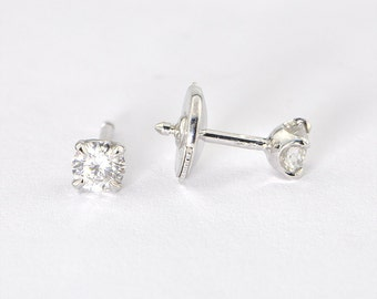 18K White Gold solitaire earring set with Diamonds