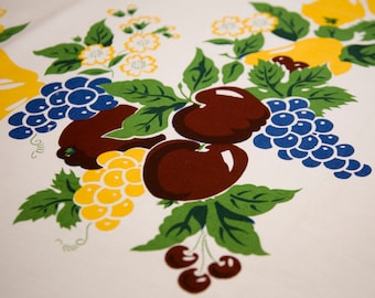 Free Shipping Tablecloth Vintage Print Burgundy Cherries & Apples with Grapes and Pears with Blue Scallop on White/ Retro Table Cloth